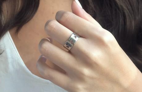 טבעת לבבות חלולים